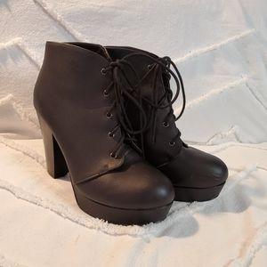 Soda Platform Lace-Up Heels Black Size 9
